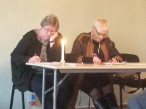 Ordförande till höger och sekreterare Kerstin Lanbeck-Vallin till vänster